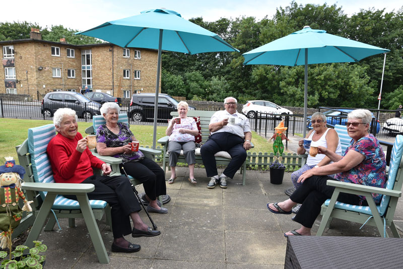 retirement living customers enjoying the outdoor patio